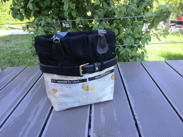 Kaffee und Jeans – eine Tasche